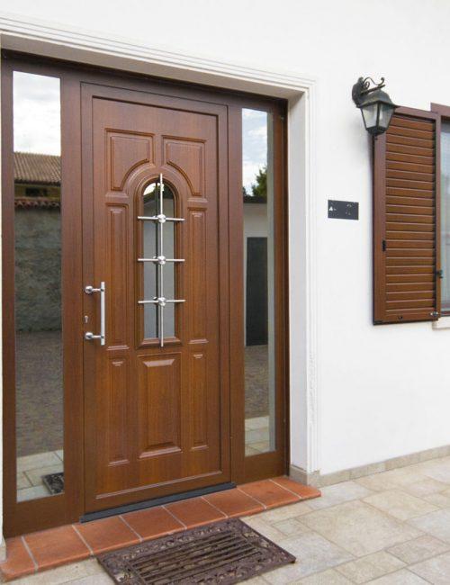 puerta madera con vidrio